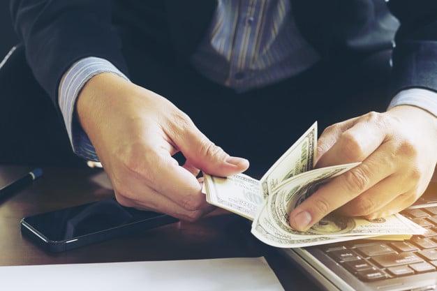 hogyan lehet pénzt keresni egy kereskedő számára