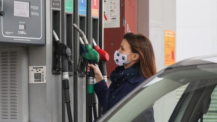 központi benzinkút vmi kereskedés)