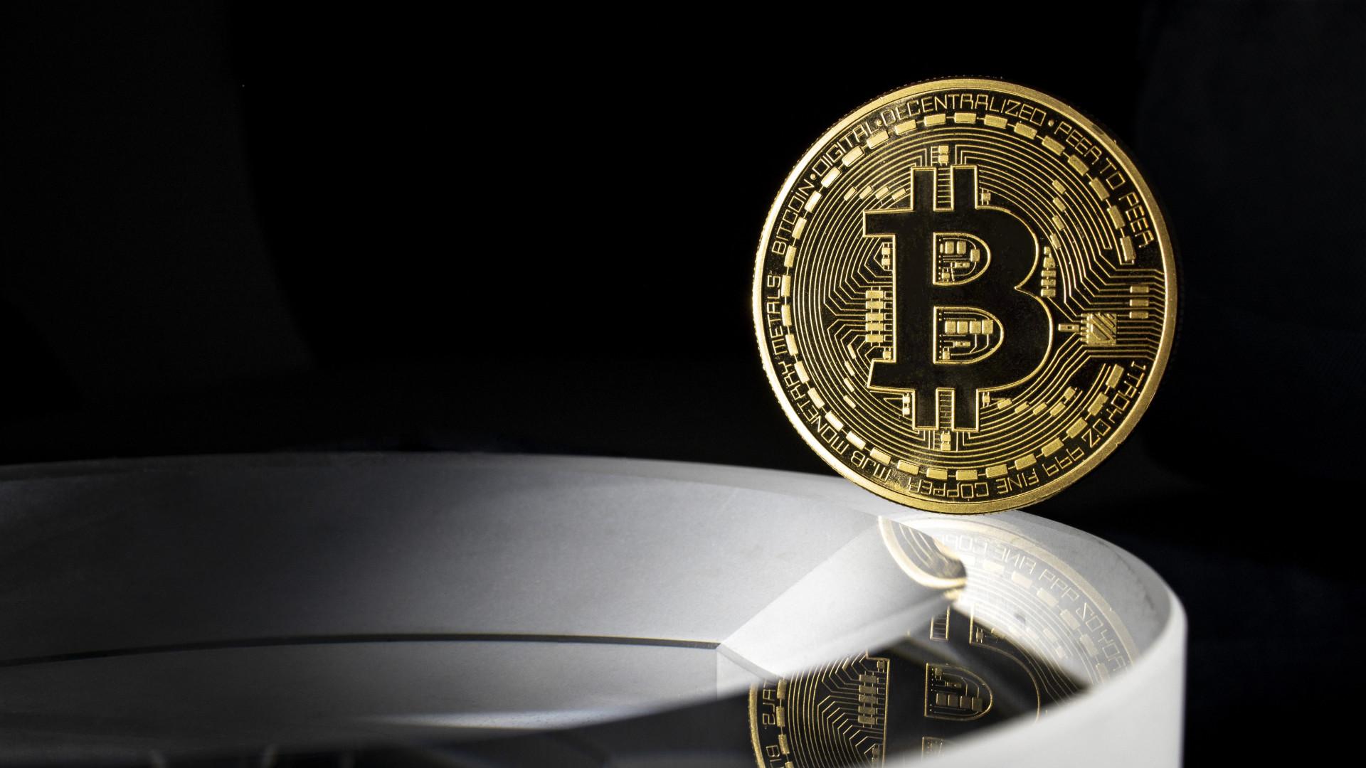 pénzt keresni a bitcoin tőzsdén bitcoin generátor