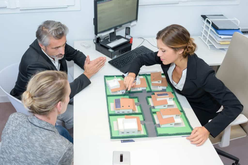 hogyan lehet az ingatlanügynök pénzt keresni)