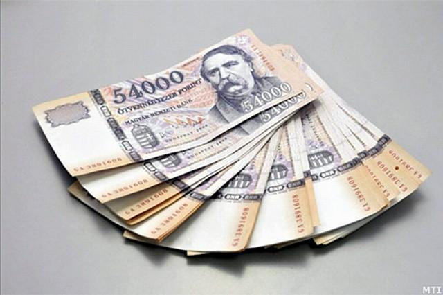 cserél pénzt)
