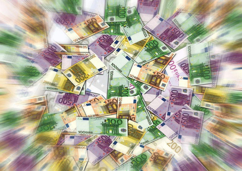 online bevételek a véleményekről)
