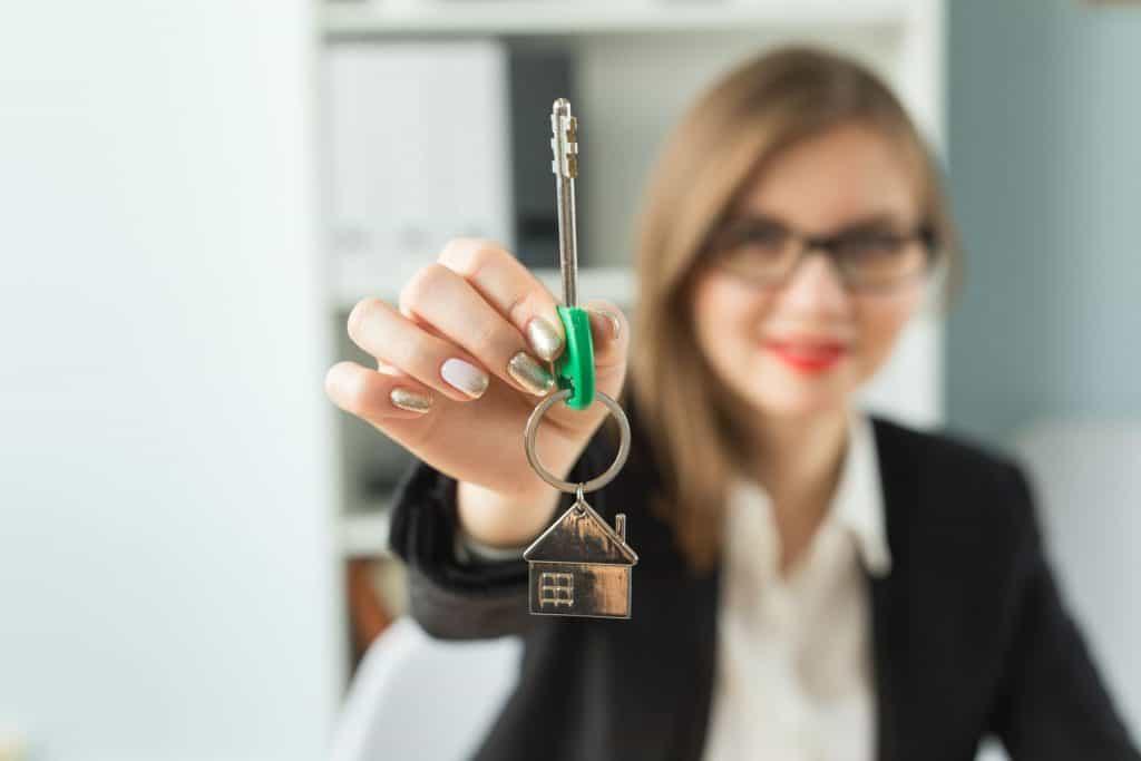 hogyan lehet az ingatlanügynök pénzt keresni hogyan lehet jó pénzt keresni az előlegre