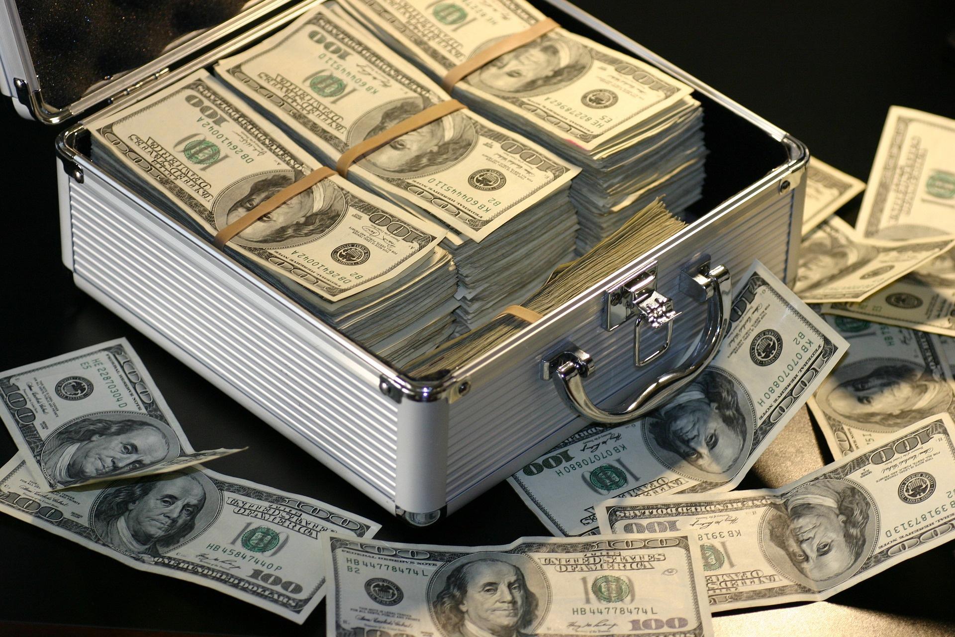Térdig gázolunk a készpénzben – Kiszámoló – egy blog a pénzügyekről